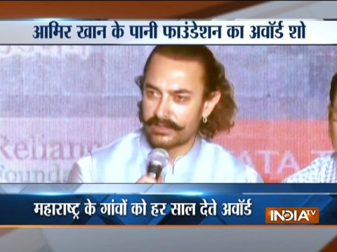 आमिर खान के पानी फाउंडेशन का पुणे में हुआ अवॉर्ड शो, समाज सेवा मुहिम के मंच पर भी हुई 'राजनीति'