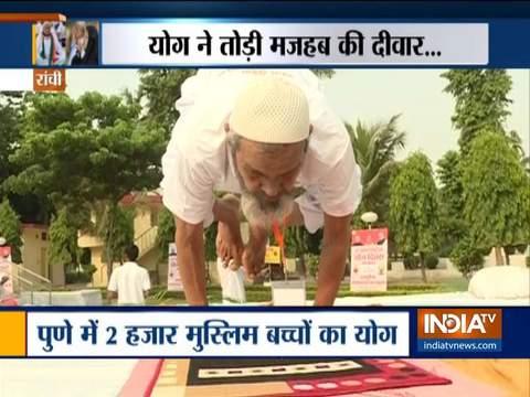 अंतर्राष्ट्रीय योग दिवस: योग ने तोड़ी मज़हब की दिवार, देश भर में मुसलमानों ने किया योग