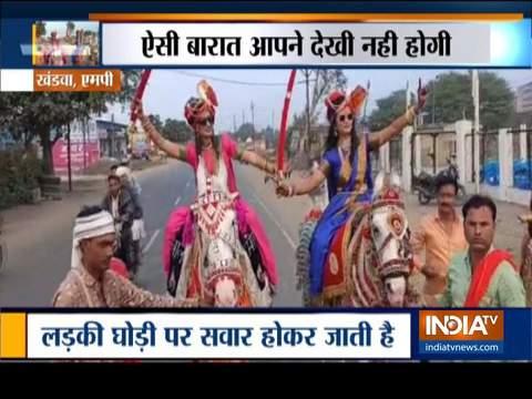 मध्य प्रदेश के खंडवा में दुल्हनें लेकर निकलीं बारात, वीडियो हुआ वायरल
