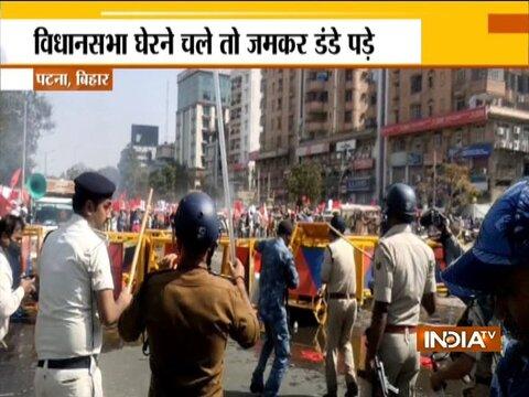 पटना पुलिस ने विधानसभा का घेराव करने जा रहे Left छात्रों पर किया लाठीचार्ज