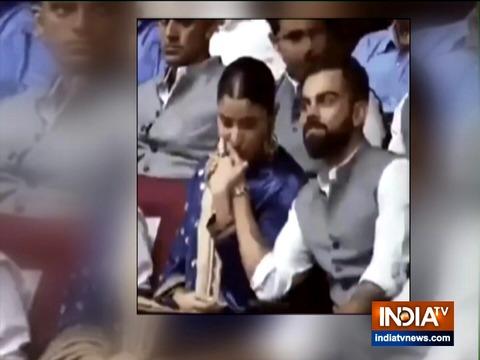 अनुष्का शर्मा ने पति विराट कोहली के हाथ पर किया किस