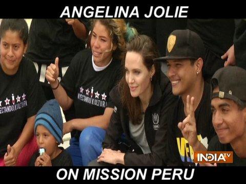 एंजलिना जॉली ने लीमा के ब्रेकडांसिंग रिफ्यूजी ग्रुप से की मुलाकात