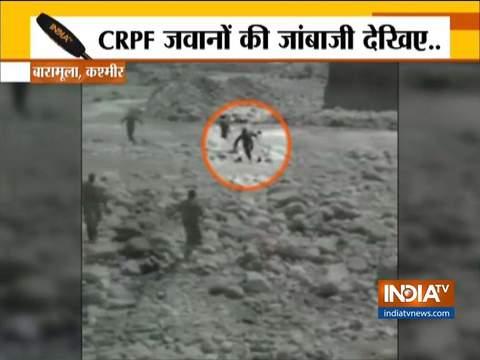 जम्मू-कश्मीर के बारामूला में CRPF जवानों ने डूबती युवती को बचाया (देखिए वीडियो)