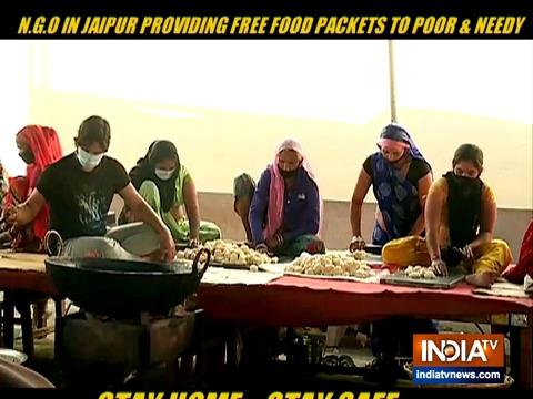 Coronavirus lockdown: जयपुर के एनजीओ ने गरीब लोगों को बांटा खाना