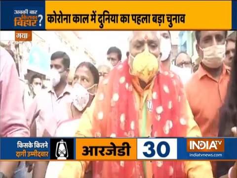 बिहार में मतदान जारी, मंत्री प्रेम कुमार अपना वोट डालने के लिए साइकिल से पहुंचे पोलिंग बूथ
