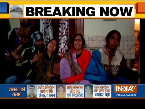 पुलवामा आतंकी हमले में शहीद हुए 37 जवानों की मौत पर शोक में डूबे परिजन