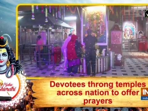 Devotees throng temples across nation to offer prayers