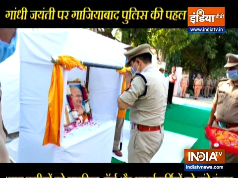 Ghaziabad Police pays tribute to Mahatma Gandhi, Lal Bahadur Shastri on their birth anniversaries