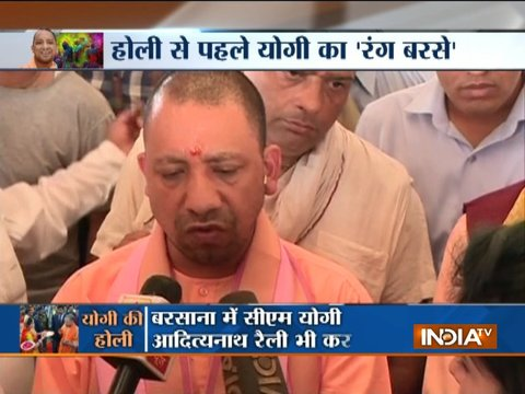 Mathura: Uttar Pradesh CM Yogi Adityanath celebrates Holi in Barsana
