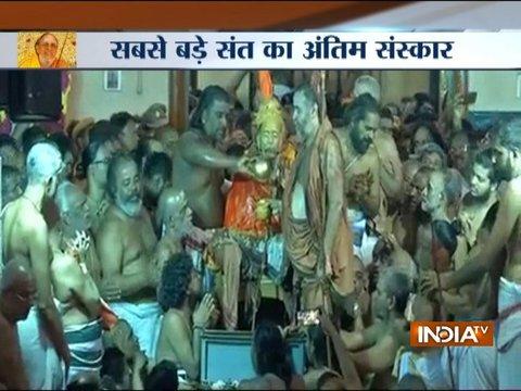 Devotees pay homage to Kanchi seer Jayendra Saraswathi, last rites begin