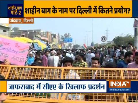People protest against CAA and NRC in Chand Bagh area in Delhi
