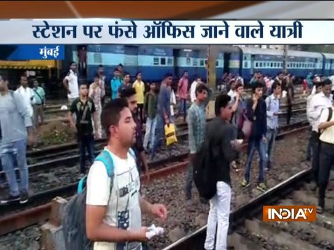 Students stage protest between Dadar and Matunga stations against railway recruitment