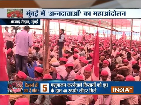 Visuals from Azad Maidan where members of All India Kisan Sabha have gathered to protest