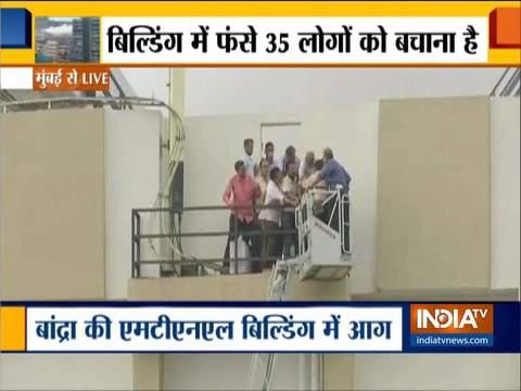 मुंबई के बांद्रा इलाके में MTNL की बिल्डिंग में लगी आग, अब तक 65 लोगों को बचाया गया