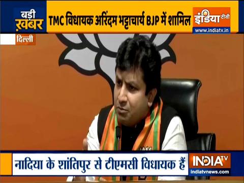 पार्टी नेता कैलाश विजयवर्गीय की मौजूदगी में अरिंदम भट्टाचार्य बीजेपी में शामिल हुए