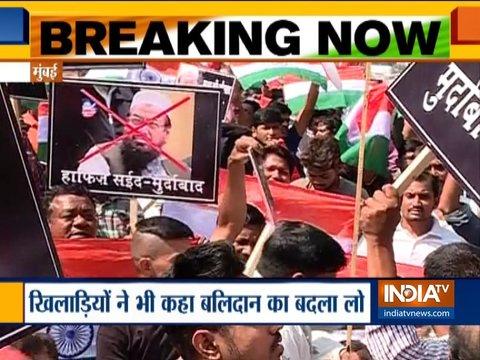 देश-भर में लोगों ने कैंडल मार्च निकालकर पुलवामा के शहीदों को दी श्रद्धांजलि