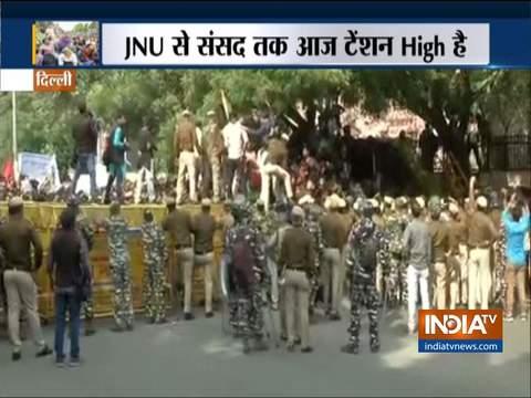 JNU protest: धारा 144 लागू होने के बाद भी छात्रों का संसद तक मार्च जारी