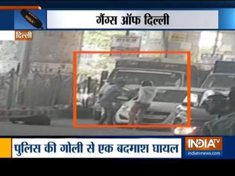 दिल्ली के द्वारका मोड़ मेट्रो स्टेशन के पास दो गिरोहों के बीच गोलीबारी, दो बदमाशों की मौत