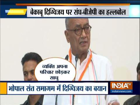 कांग्रेस नेता दिग्विजय सिंह का विवादित बयान, कहा-लोग भगवा कपड़े पहनकर बलात्कार कर रहे हैं