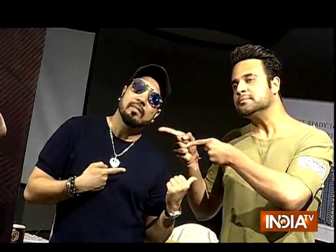 Mika Singh celebrates success of song titled Hulle Hullare