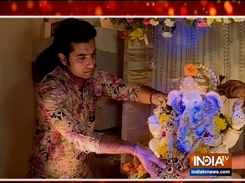 Sharad Kelkar welcomes Lord Ganpati with wife Keerti