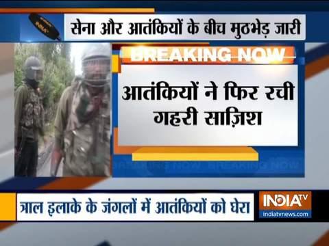 पुलवामा में आतंकियों और सुरक्षाबलों के बीच मुठभेड़ जारी