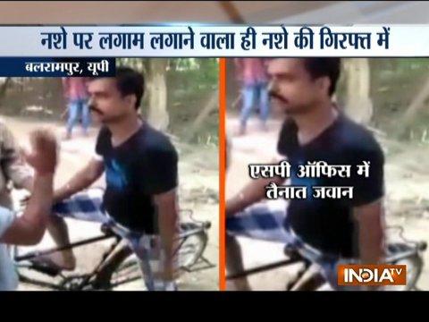 यूपी के बलरामपुर जिले में नशीले पदार्थो पर अंकुश लगाने की जिम्मेदारी उठाने वाली पुलिस खुद नशीले पदार्थों की गिरफ्त में