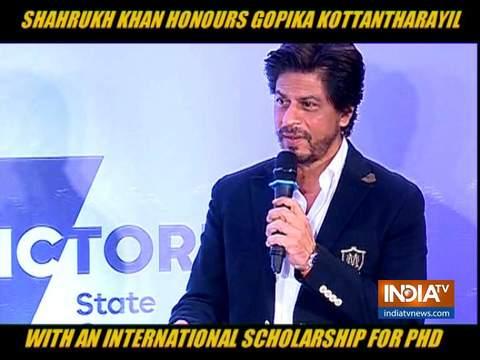 शाहरुख खान ने पीएचडी स्कॉलरशिप विजेता गोपिका को किया सम्मानित