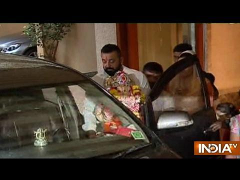 Ganpati Visarjan: Sanjay Dutt bids adieu to Lord Ganesha