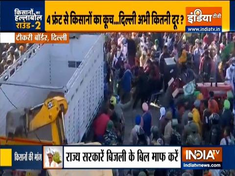'दिल्ली चलो': किसानों ने हिंसक रूप से टिकरी सीमा पर ट्रक को एक ट्रैक्टर से खींचा