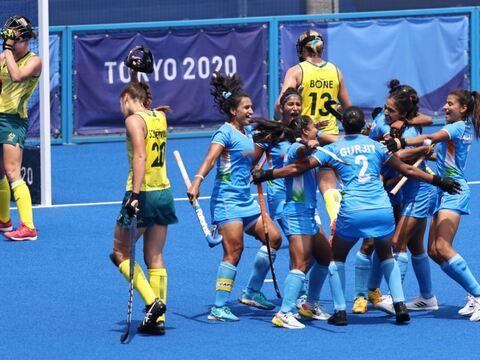 ब्रेकिंग न्यूज़ | ऑस्ट्रेलिया को हराकर भारतीय महिला हॉकी टीम ने ओलंपिक के सेमीफाइनल में जगह बनाई