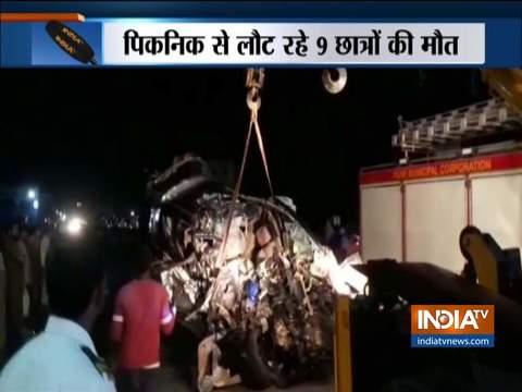 महाराष्ट्र : पुणे में ट्रक और कार की भीषण टक्कर, 9 की मौत