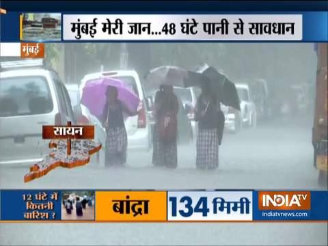 मुंबई में मूसलाधार बारिश, कई इलाकों में भरा पानी, 24-25 को भारी बारिश की चेतावनी