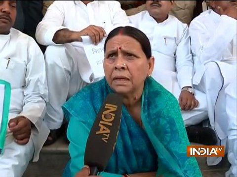 रेलवे टेंडर घोटाला: सीबीआई की टीम ने राबड़ी देवी से की पूछताछ