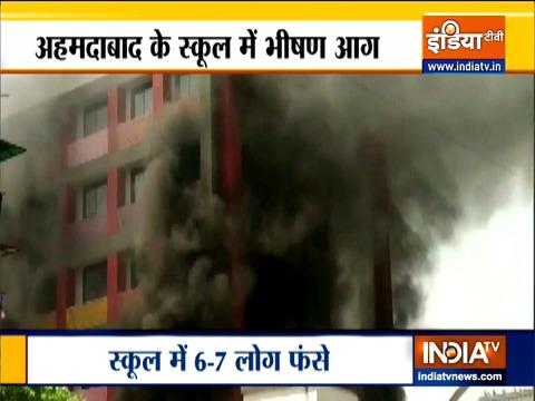 गुजरात: अहमदाबाद के कृष्णा नगर के अंकुर स्कूल में लगी आग