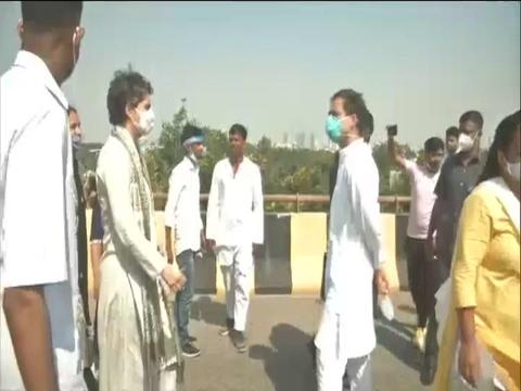 राहुल-प्रियंका के काफिले को यमुना एक्सप्रेस-वे पर रोका गया, हाथरस पीड़िता के परिवार से मिलने जा रहे हैं