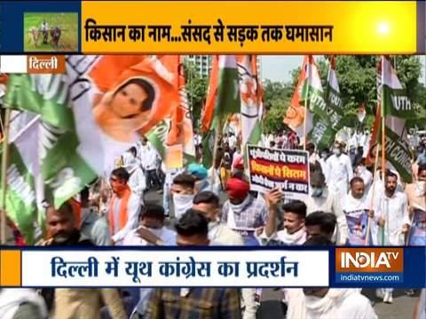 दिल्ली में कृषि बिल के खिलाफ यूथ कांग्रेस कार्यकर्ताओं ने किया विरोध प्रदर्शन