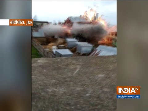 बांदीपोरा में आतंकियों के साथ मुठभेड़ के दौरान सुरक्षाबलों ने एक घर को ब्लास्ट से उड़ाया