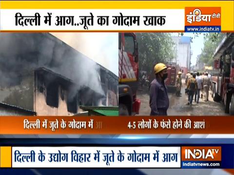 दिल्ली में जूता फैक्ट्री में लगी भीषण आग