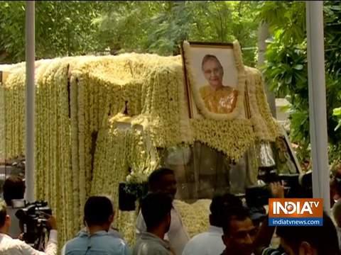 दिल्ली की पूर्व सीएम शीला दीक्षित का पार्थिव शरीर उनके घर से कांग्रेस मुख्यालय तक ले जाया गया