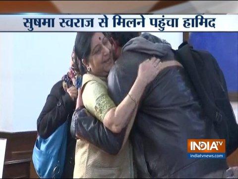 हामिद अंसारी दिल्ली में सुषमा स्वराज से मिले