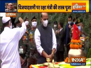 दशहरा: राजनाथ सिंह ने पश्चिम बंगाल के दार्जिलिंग में की 'शस्त्र पूजा'