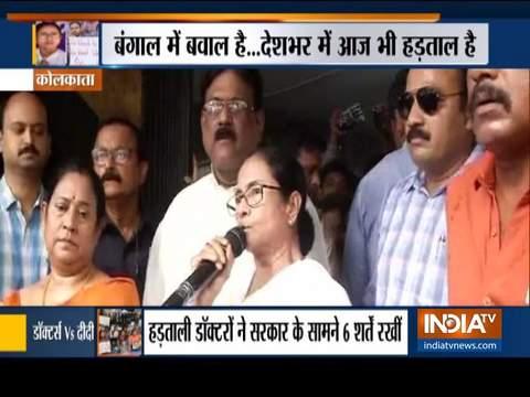डॉक्टरों की हड़ताल का 5वां दिन: कोलकाता के डॉक्टरों ने ममता बनर्जी से माफी की मांग की