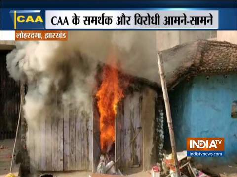 झारखंड के लोहरदगा में CAA के समर्थक और विरोधी आमने सामने आये