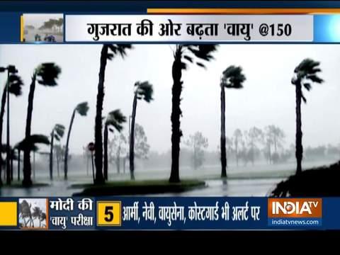 गुजरात में चक्रवाती तूफान ''वायु'' की दस्तक, अलर्ट पर सेना, दोपहर 12 बजे तक तटीय इलाके खाली करने के निर्देश