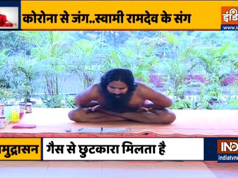 चेहरे का कुदरती निखार पाने के लिए रोजाना करें ये योगासन, स्वामी रामदेव से जानिए इन्हें करने का सही तरीका