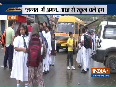 जम्मू-कश्मीर: धीरे-धीरे पटरी पर लौट रही ज़िंदगी, स्कूल और दफ़्तर आज से खुले
