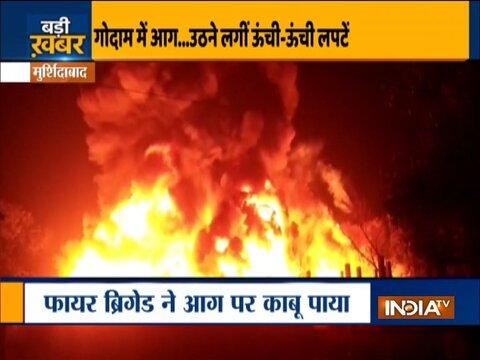 मुर्शिदाबाद के एक गोदाम में लगी भीषण आग