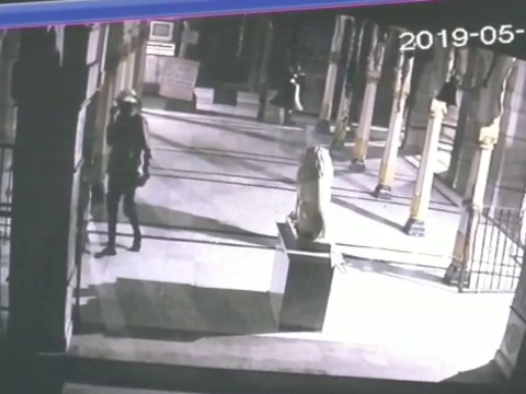 CCTV footage show robbers inside Mumbai temple