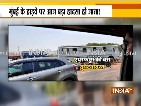Maharashtra: An Air Force Station Thane vehicle met with an accident on Vikhroli highway